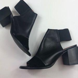 Like new Topshop jackpot block heel sandals